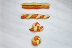 Steps to creating the pretzel knot